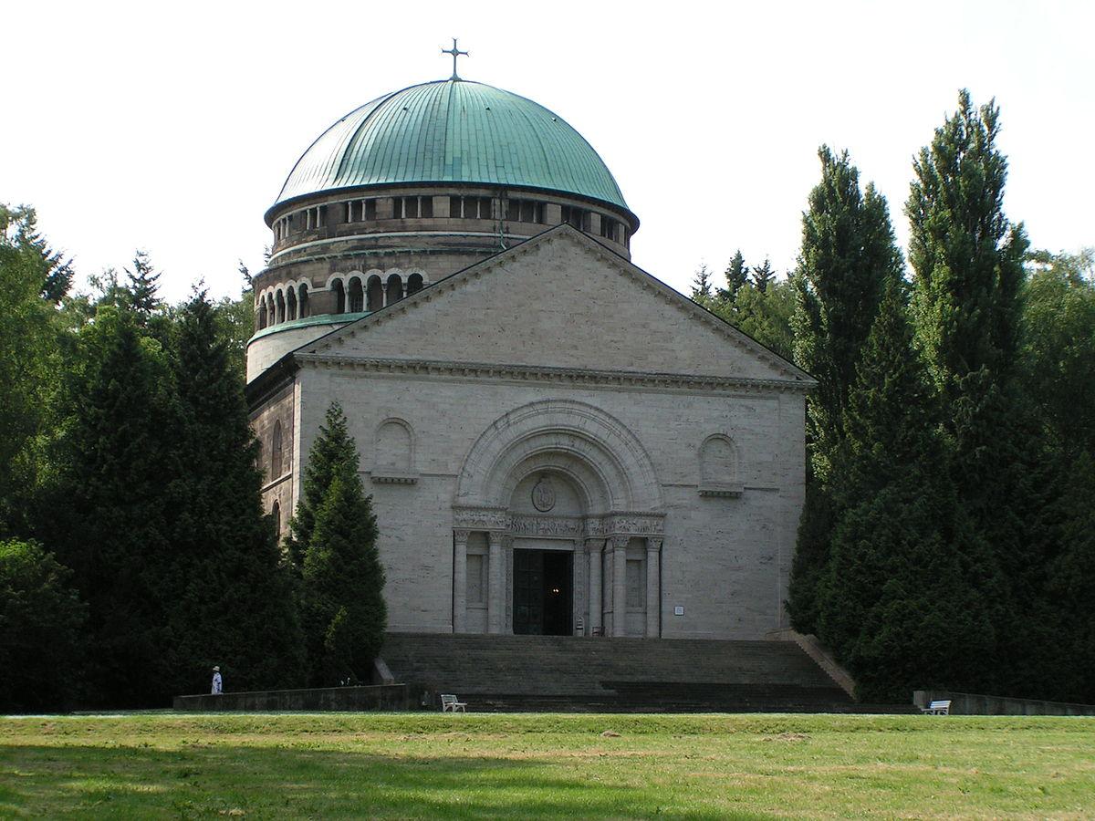 1200px-Bückeburg_Mausoleum